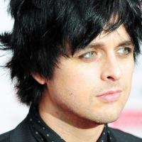 Billie Joe explota después de que su set es cortado a la mitad, durante su presentación en iHeart Radio Music Festival