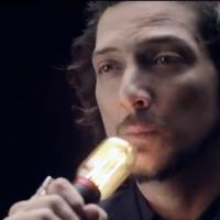 """León Larregui estrena el video oficial del tema """"Brillas"""""""